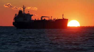 First US oil shipment arrives in Europe